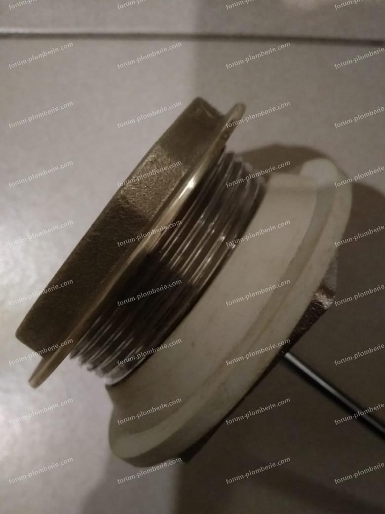 2. mecanisme et joint neufs mais ca fuit entre le joint et la cuvette.jpeg