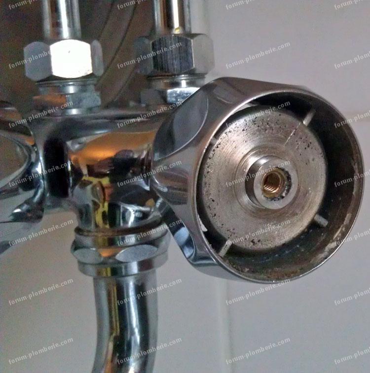 forum plomberie conseils pour changer un robinet fleck rheem. Black Bedroom Furniture Sets. Home Design Ideas