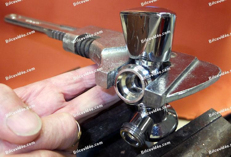 Forum plomberie probl me pour d visser un robinet lave - Comment fonctionne un robinet thermostatique ...