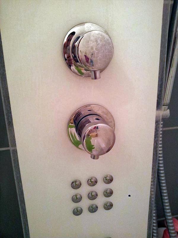 changer robinet douche changer des robinets dans une maison fuveau with changer robinet douche. Black Bedroom Furniture Sets. Home Design Ideas