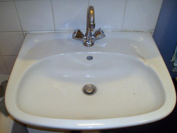 conseils remplacement lavabo comment remplacer un lavabo bricoleurs partager vos. Black Bedroom Furniture Sets. Home Design Ideas