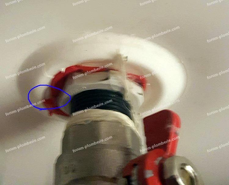 forum conseils plomberie fuite en sortie d 39 un ballon d 39 eau chaude fleck. Black Bedroom Furniture Sets. Home Design Ideas