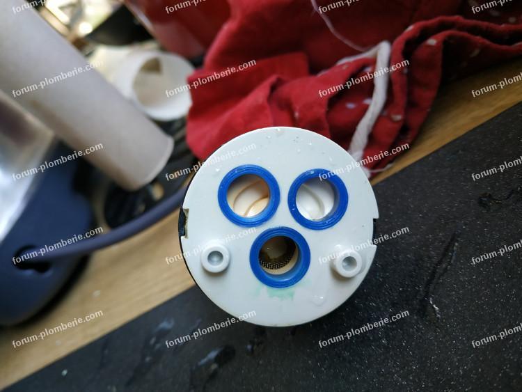 Mini fuite sur mitigeur à douchetteini fuite sur mitigeur mono-commande à douchette
