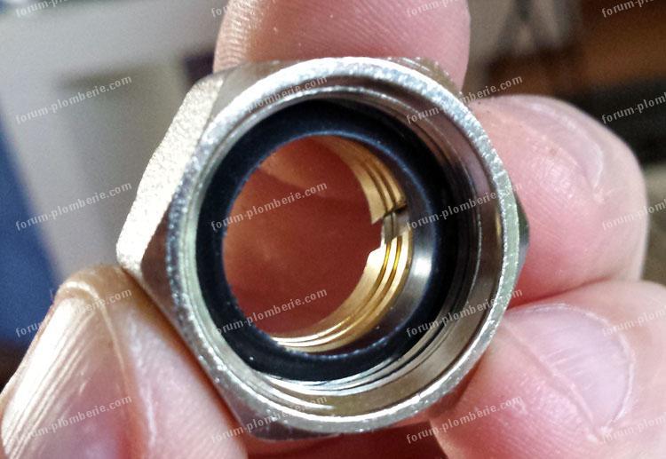 Réparation fuite sur robinet d'alimentation RBM